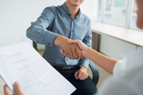 cuanto cuesta contratar trabajador